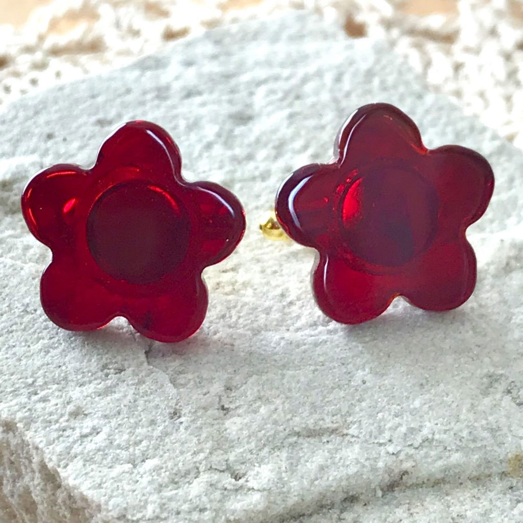Wickstead's-AWDesigns-Deep-Red-Flower-Fused-Glass-Cufflinks-(4)