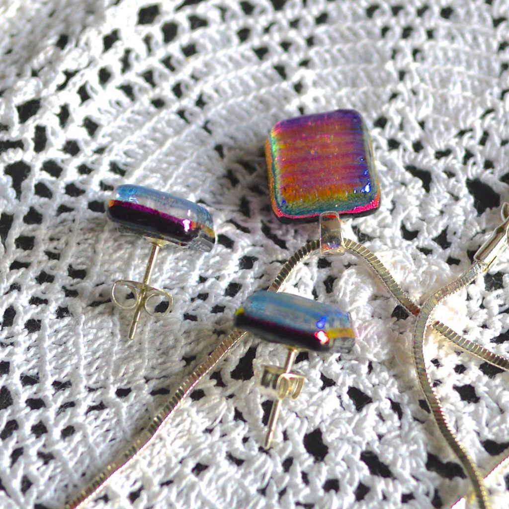 Wickstead's-AWDesignsUK-Cerise-Purple-Pink-Gold-&-Green-Dichroic-Glass-Stud-Earrings-&-Pendant-Necklace-Jewellery-Set-(2)
