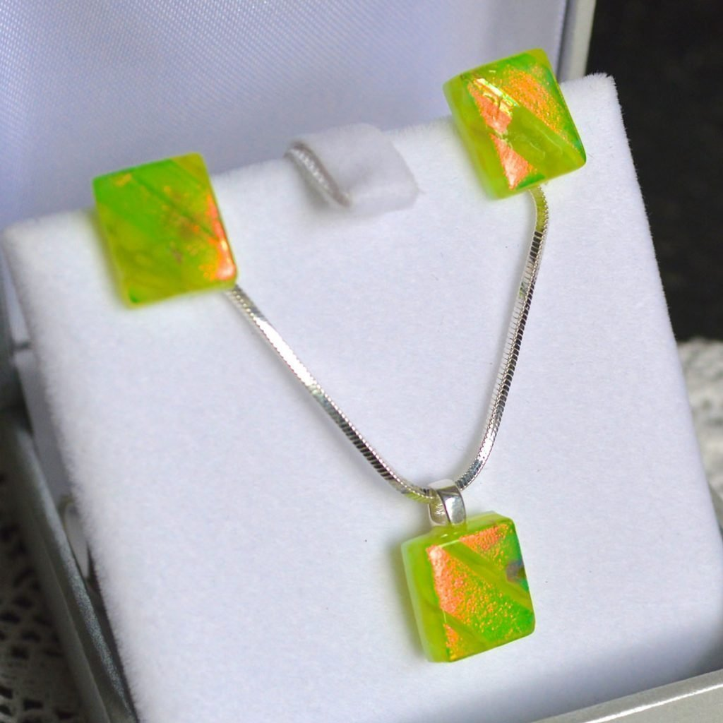 Wickstead's-AWDesignsUK-Lime-Green-&-Orange-Dichroic-Glass-Stud-Earrings-&-Pendant-Necklace-Jewellery-Set (4)