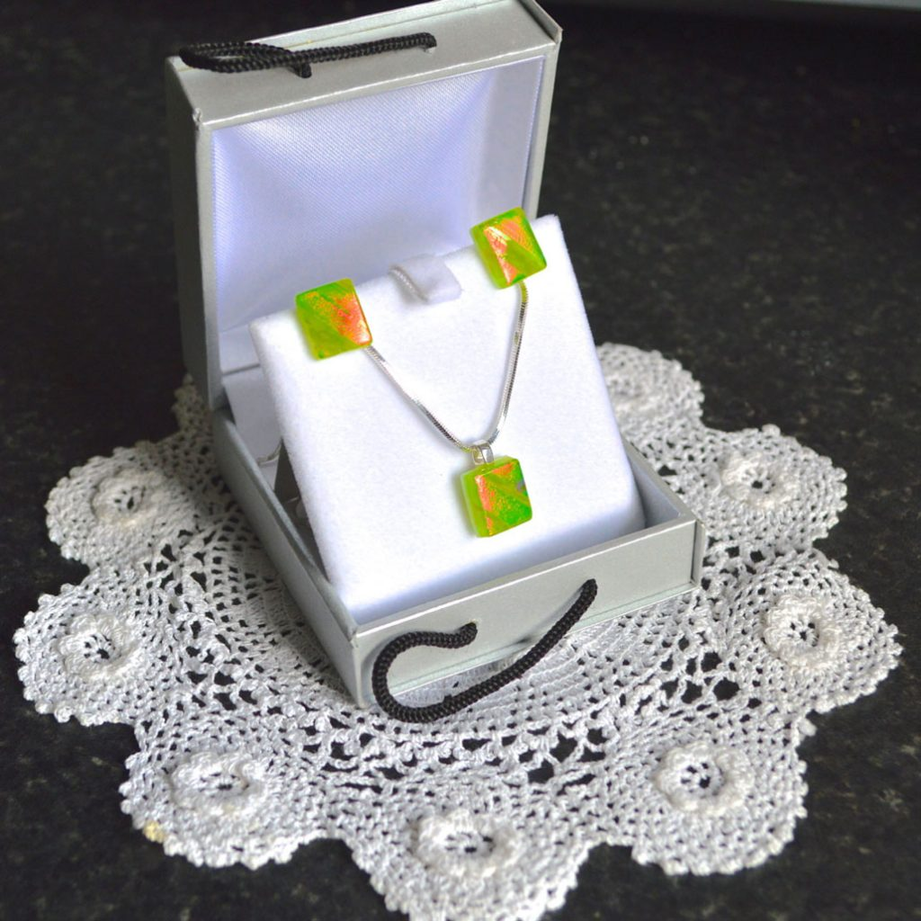 Wickstead's-AWDesignsUK-Lime-Green-&-Orange-Dichroic-Glass-Stud-Earrings-&-Pendant-Necklace-Jewellery-Set (5)
