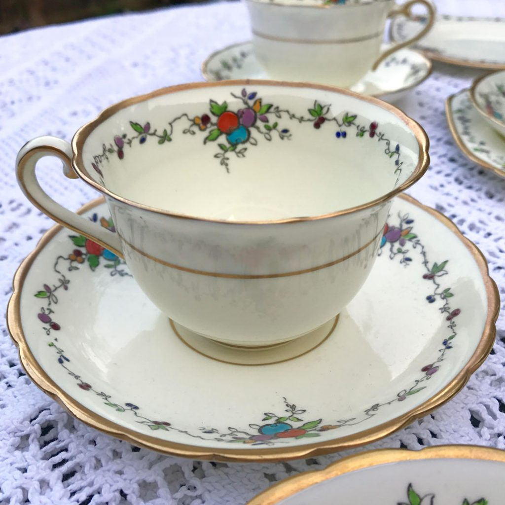 Wickstead's-Art-Deco-English-Tuscan-China-Tea-Set-(1)
