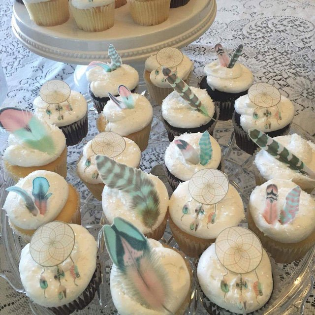 Wickstead's-Customer-Photo-of-our-Cotton-Candy-Feathers-and-Dreamcatchers-on-Cupcakes-(2)