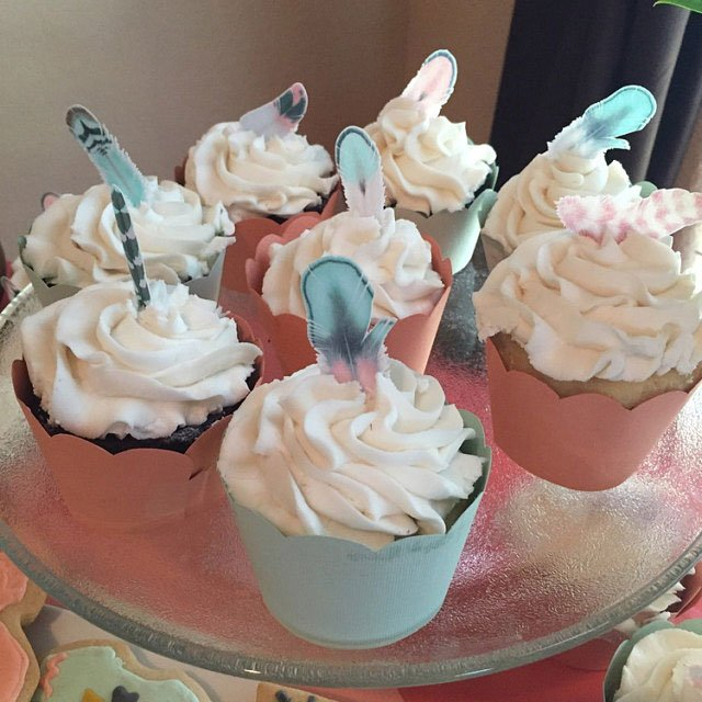 Wickstead's-Customer-Photo-of-our-Cotton-Candy-Feathers-on-Cupcakes-(2)