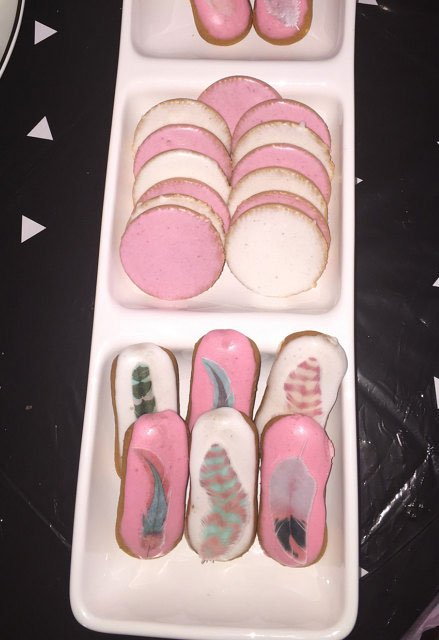 Wickstead's-Customer-Photo-of-our-Cotton-Candy-Feathers-on-Iced-Fingers-and-Macarons