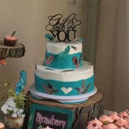 Wickstead's-Customer-Photo-of-our-Cotton-Candy-Feathers-on-a-wedding-cake