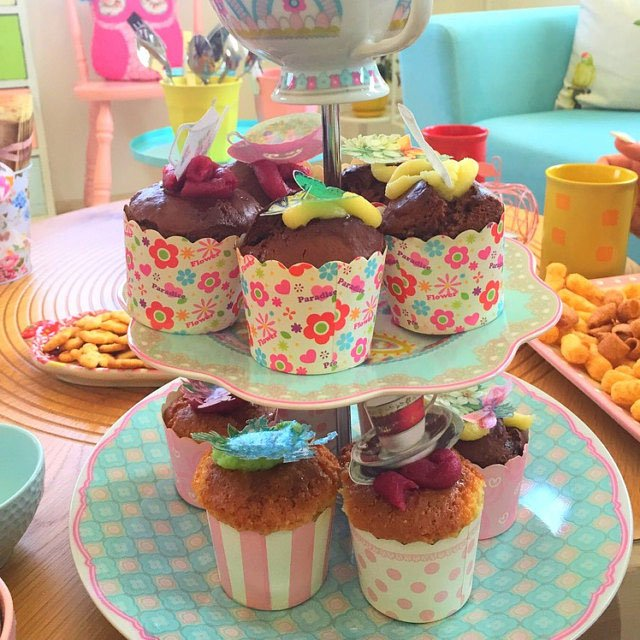 Wickstead's-Eat-Me-Customer-Photo-of-our-Edible-3D-Mini-Multicoloured-Butterflies-(3)
