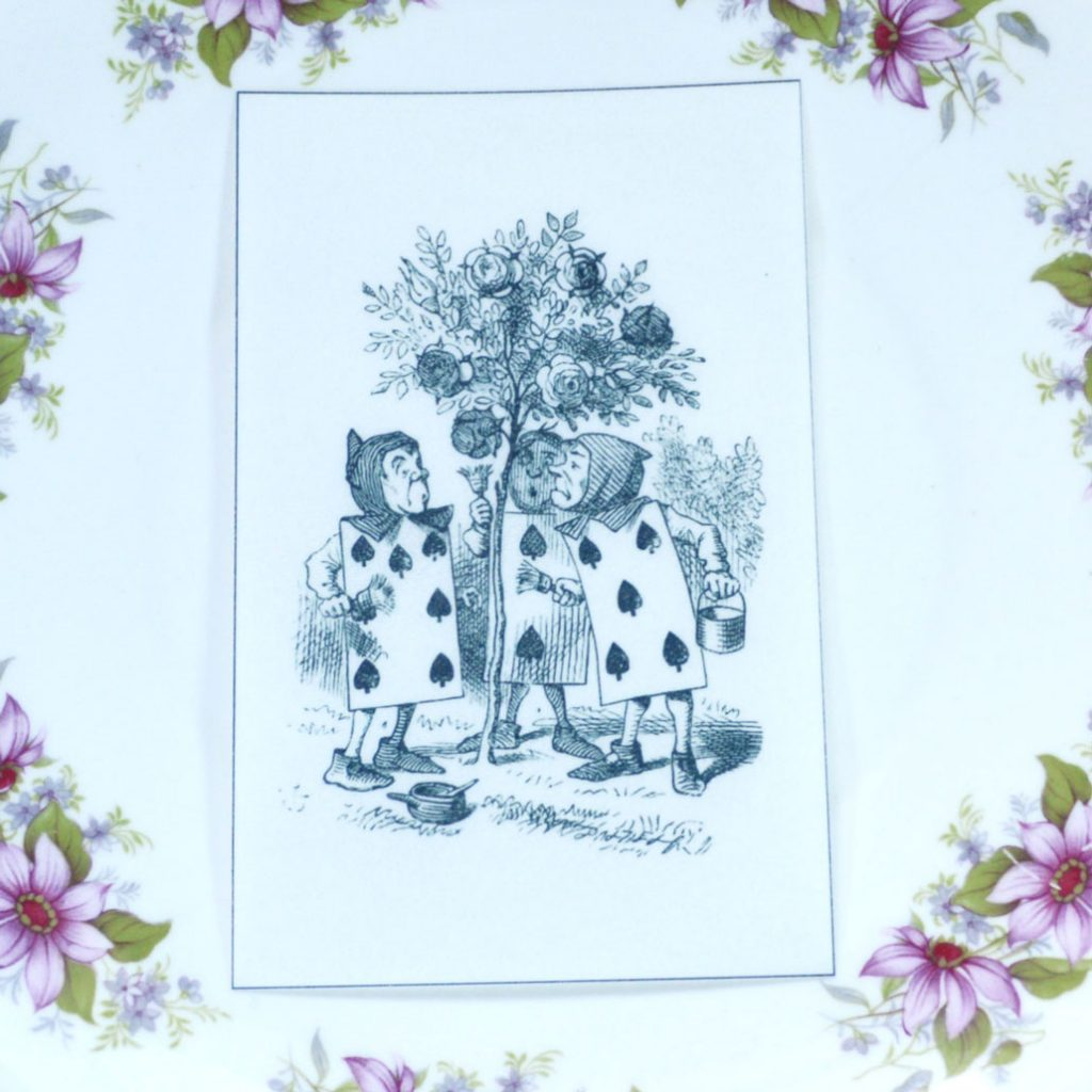 Wickstead's-Eat-Me-Edible-Black-&-White-Alice-in-Wonderland-Illustrations-Cards