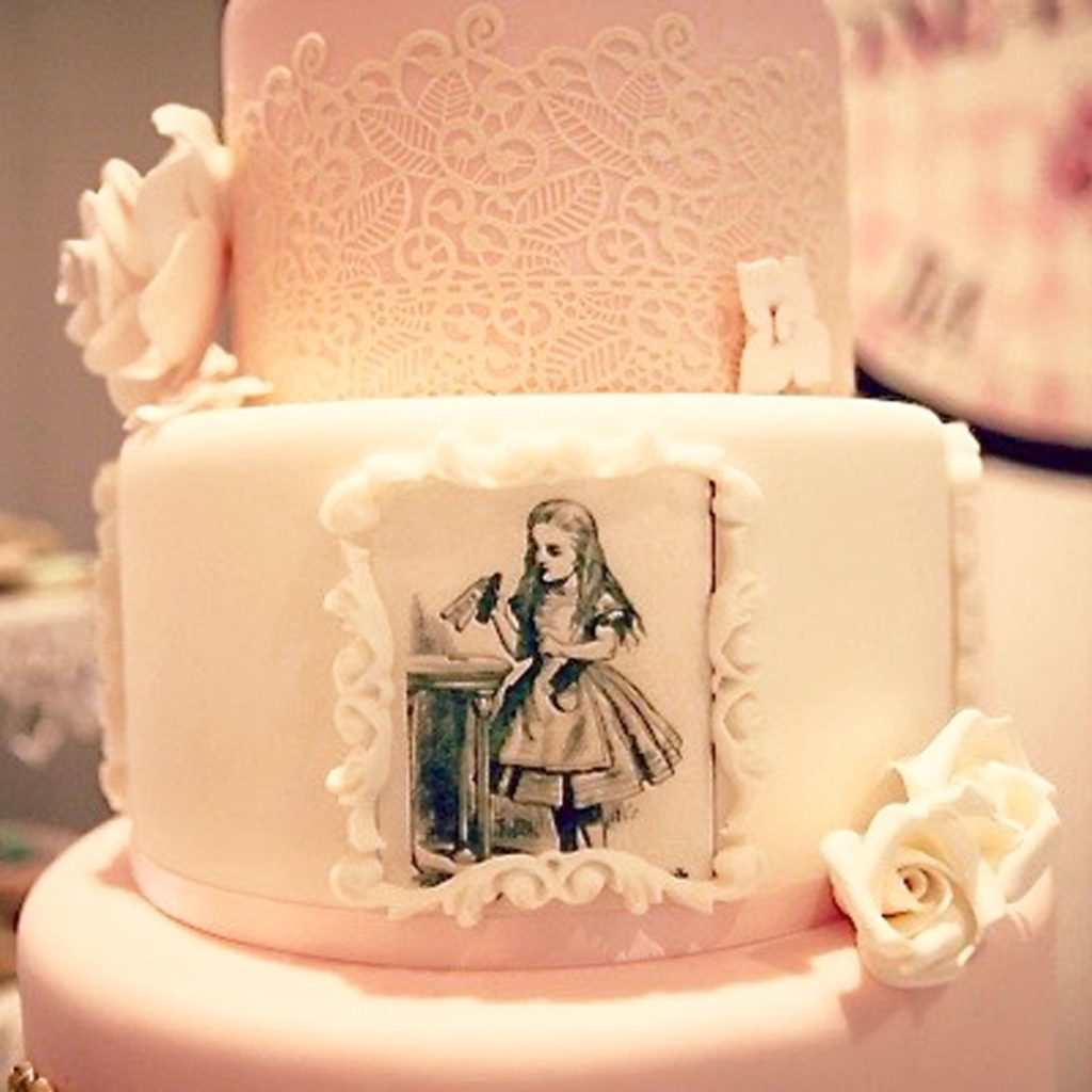 Wickstead's-Eat-Me-Edible-Black-&-White-Alice-in-Wonderland-Illustrations-x-8-(3)