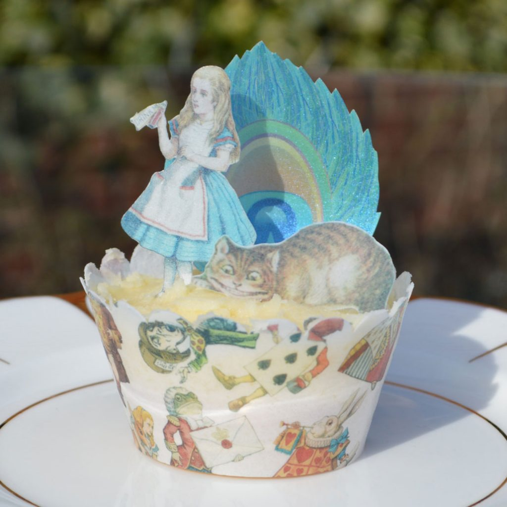 Wickstead's-Eat-Me-Edible-Cupcake-Wrappers-Alice-in-Wonderland-Chintz-on-Cupcake-with-Figures