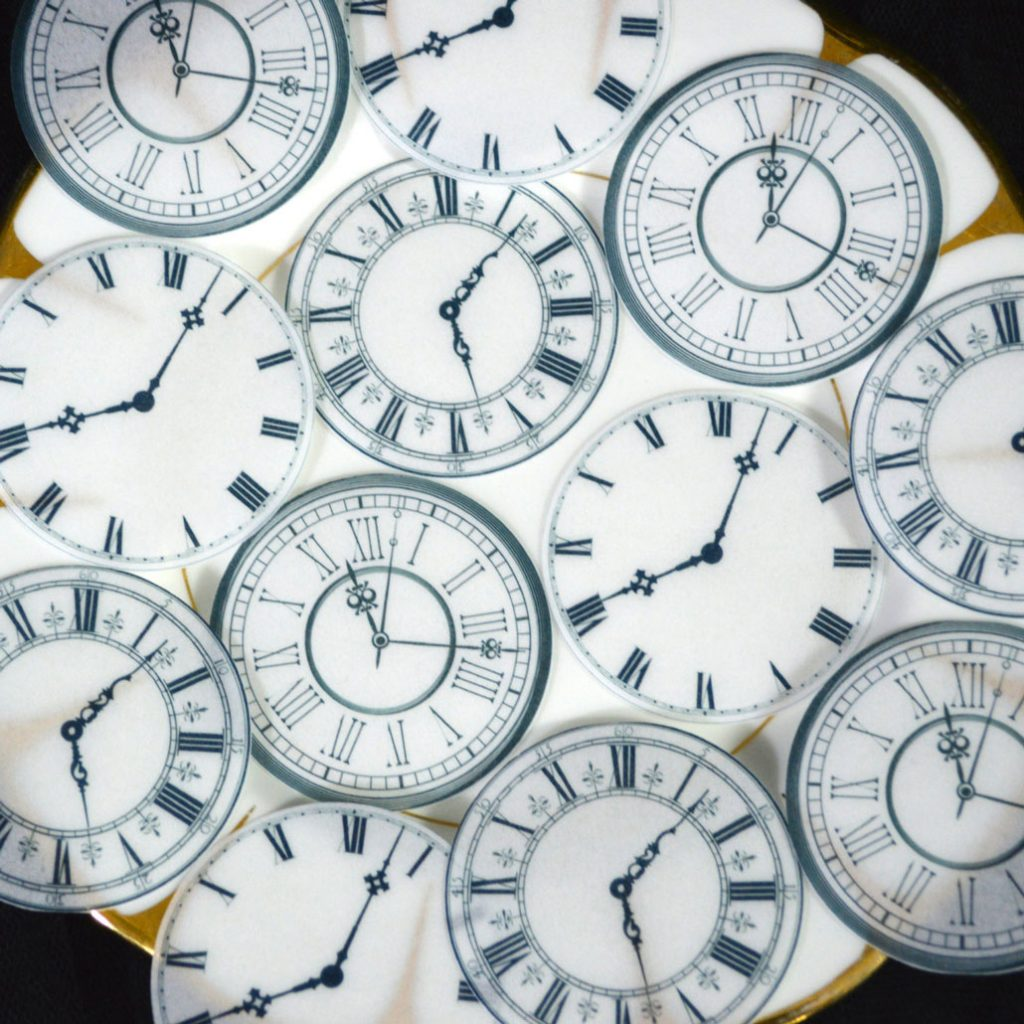 Wickstead's-Eat-Me-Edible-Wafer-Rice-Paper-Clock-Faces-(3)