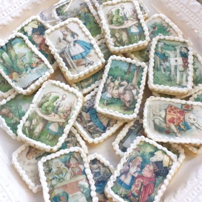 Wickstead's-Eat-Me-Edibles-Alice-in-Wonderland-Set-1-Med-Wafer-Paper-Rectangles-on-Biscuits-(3)