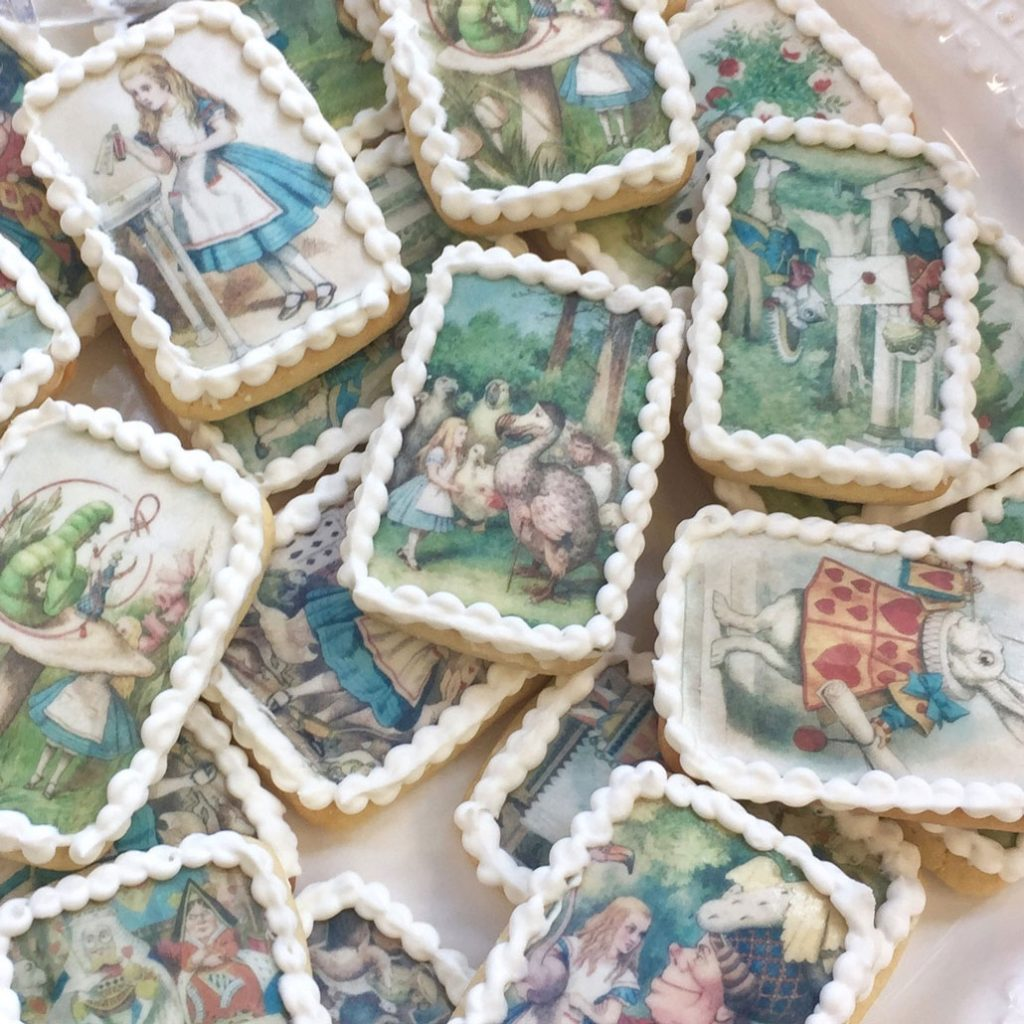 Wickstead's-Eat-Me-Edibles-Alice-in-Wonderland-Set-1-Med-Wafer-Paper-Rectangles-on-Biscuits-(4)