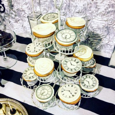 Wickstead's-Eat-Me-Edibles-Large-Clocks-on-cupcakes
