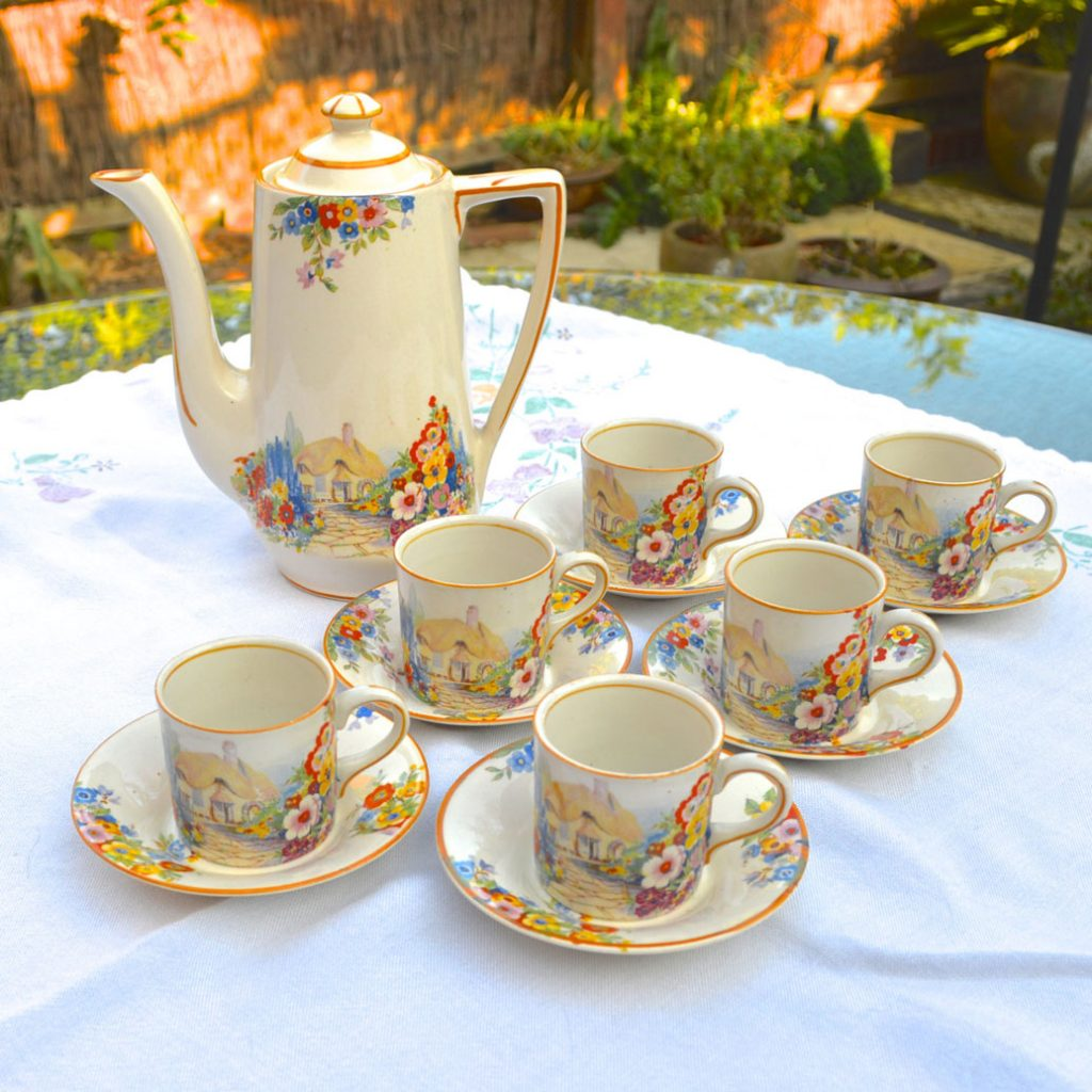 Wickstead's-Hampton-Ivory-Olde-English-Garden-China-Coffee-Can-Set-(4)