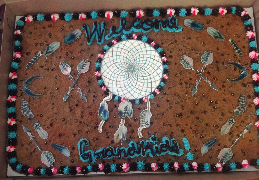 Wickstead's-Customer-Photo-of-our-Edible-Cotton-Candy-Feathers-&-Arrows-on-Giant-Cookie-for-Grandkids