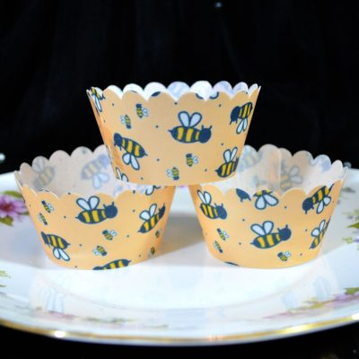 Wickstead's-Eat-Me-100%-Edible-Cupcake-Wrappers-Bumble-Bee-Chintz-(3)