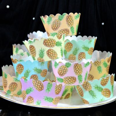 Wickstead's-Eat-Me-100%-Edible-Cupcake-Wrappers-Tropical-Pineapple-Fruit-Chintz-(1)