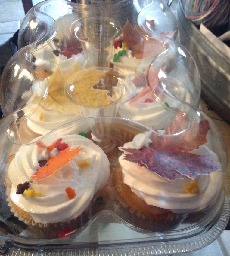 Wickstead's-Eat-Me-Autumn-Leaves-on-Cupcakes-1
