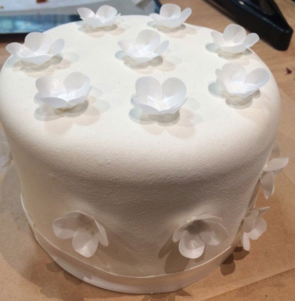 Wickstead's-Eat-Me-Custom-Edible-Vanilla-Wafer-White-Blossoms-for-Tiered-Wedding-Cake---Top-Tier