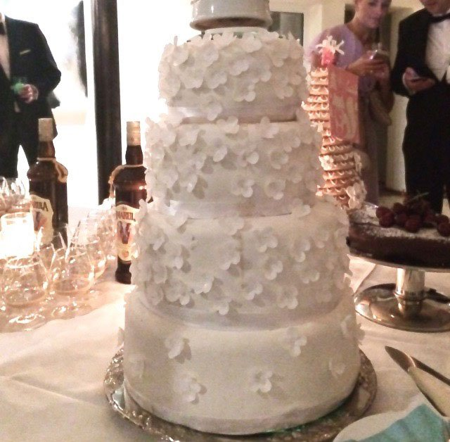 Wickstead's-Eat-Me-Custom-Edible-Vanilla-Wafer-White-Blossoms-for-Tiered-Wedding-Cake