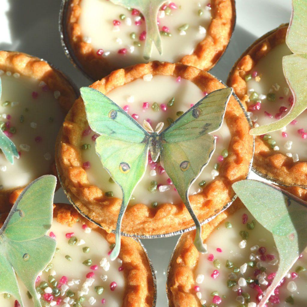 Wickstead's-Eat-Me-Edible-Sugar-Free-Vanilla-Wafer-Rice-Paper-3D-Butterflies-Iridescent-Green-Luna-Moths-(1)