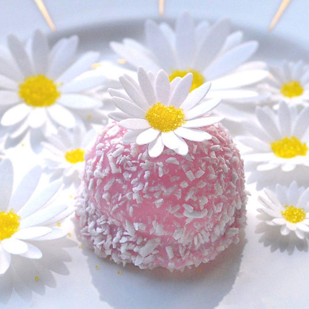 Wickstead's-Eat-Me-Edible-Sugar-Free-Vanilla-Wafer-Rice-Paper-3D-English-Daisy-Garden-Flowers-(1)