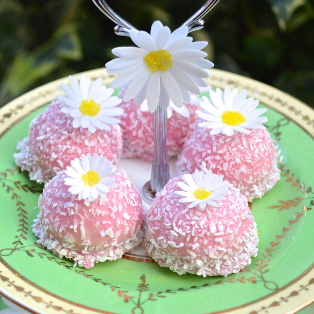 Wickstead's-Eat-Me-Edible-Sugar-Free-Vanilla-Wafer-Rice-Paper-3D-English-Daisy-Garden-Flowers-(3)