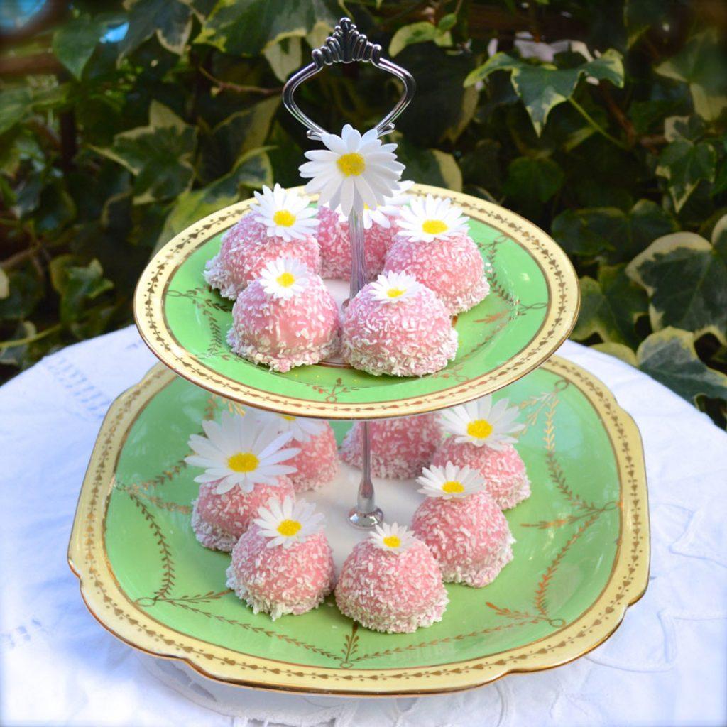 Wickstead's-Eat-Me-Edible-Sugar-Free-Vanilla-Wafer-Rice-Paper-3D-English-Daisy-Garden-Flowers-(4)