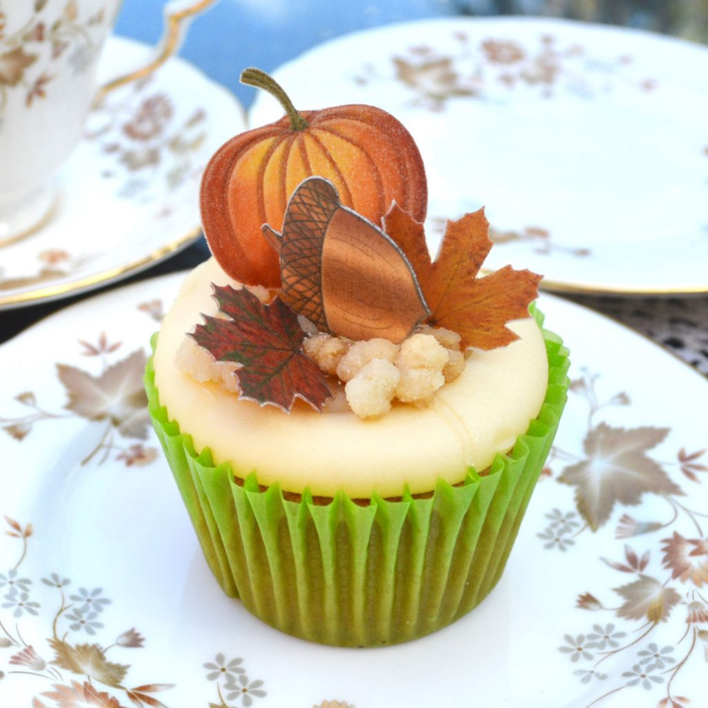 Wickstead's-Eat-Me-Edible-Sugar-Free-Vanilla-Wafer-Rice-Paper-Acorns,-Pumpkins-&-Mini-Maples-Double-Sided-on-cupcake-(1)