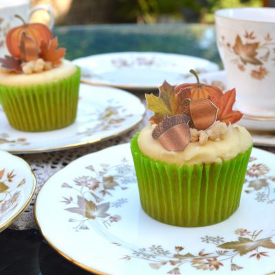 Wickstead's-Eat-Me-Edible-Sugar-Free-Vanilla-Wafer-Rice-Paper-Acorns,-Pumpkins-&-Mini-Maples-Double-Sided-on-cupcake-(2)