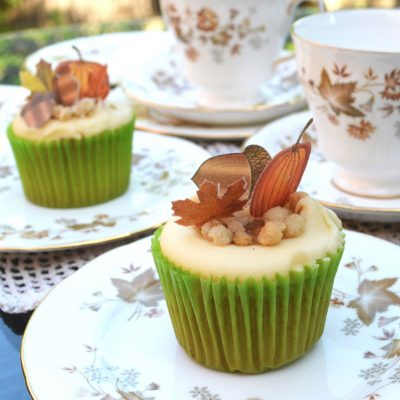 Wickstead's-Eat-Me-Edible-Sugar-Free-Vanilla-Wafer-Rice-Paper-Acorns,-Pumpkins-&-Mini-Maples-Double-Sided-on-cupcake-(3)
