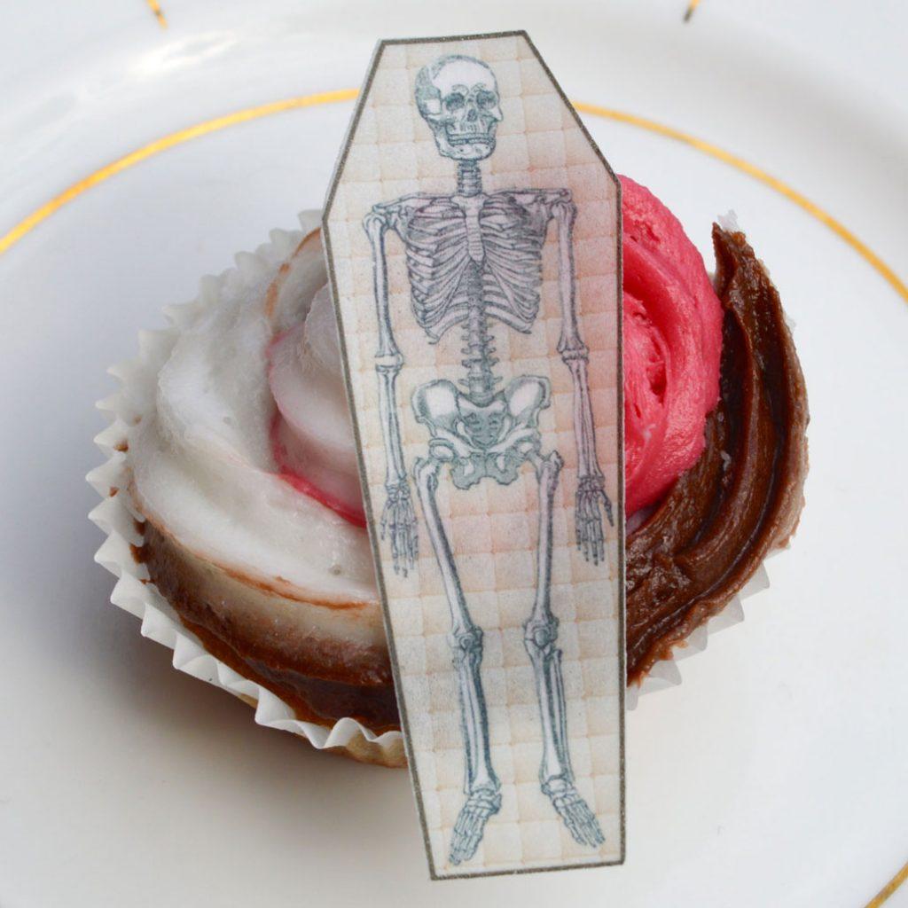 Wickstead's-Eat-Me-Edible-Sugar-Free-Vanilla-Wafer-Rice-Paper-Bone-Skeleton-Coffin-(3)