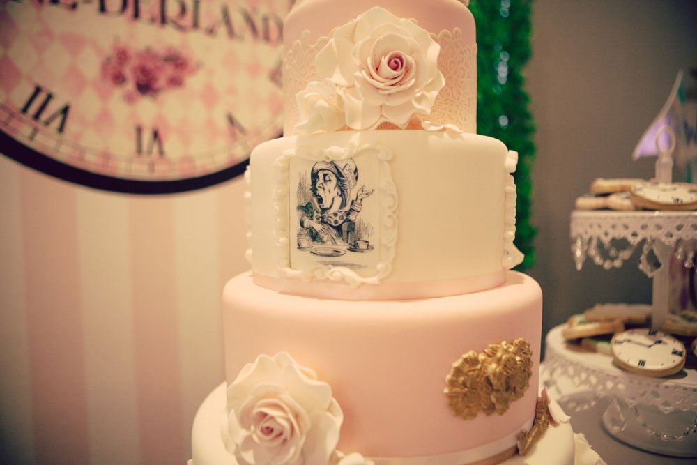 Wickstead's-Eat-Me-Edibles-Customer-Photo-of-Alice-in-Wonderland-Illustrations-Tiered-Cake---Alice-in-Onederland-(4)