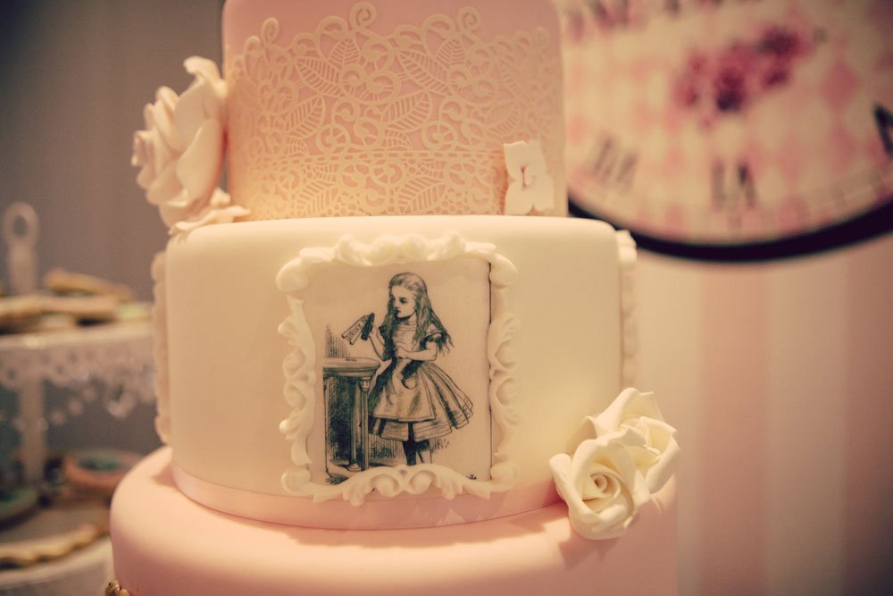 Wickstead's-Eat-Me-Edibles-Customer-Photo-of-Alice-in-Wonderland-Illustrations-Tiered-Cake---Alice-in-Onederland-(5)