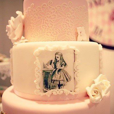Wickstead's-Eat-Me-Edibles-Customer-Photo-of-Alice-in-Wonderland-Illustrations-Tiered-Cake---Alice-in-Onederland-(6)