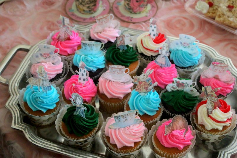 Wickstead's-Eat-Me-Edibles-Customer-Photo-of-our-Alice-Figures-on-Bright-Cupcakes