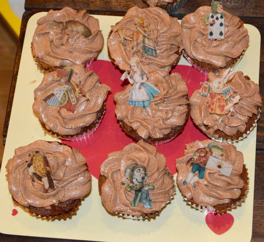 Wickstead's-Eat-Me-Edibles-Customer-Photo-of-our-Alice-Large-Figures-on-chocolate-cupcakes