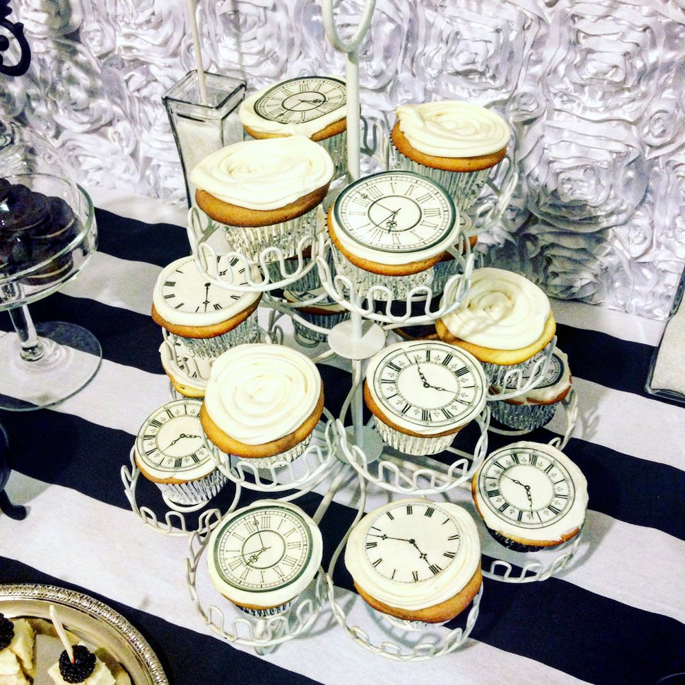 Wickstead's-Eat-Me-Edibles-Customer-Photo-of-our-Clocks-on-Cupcakes