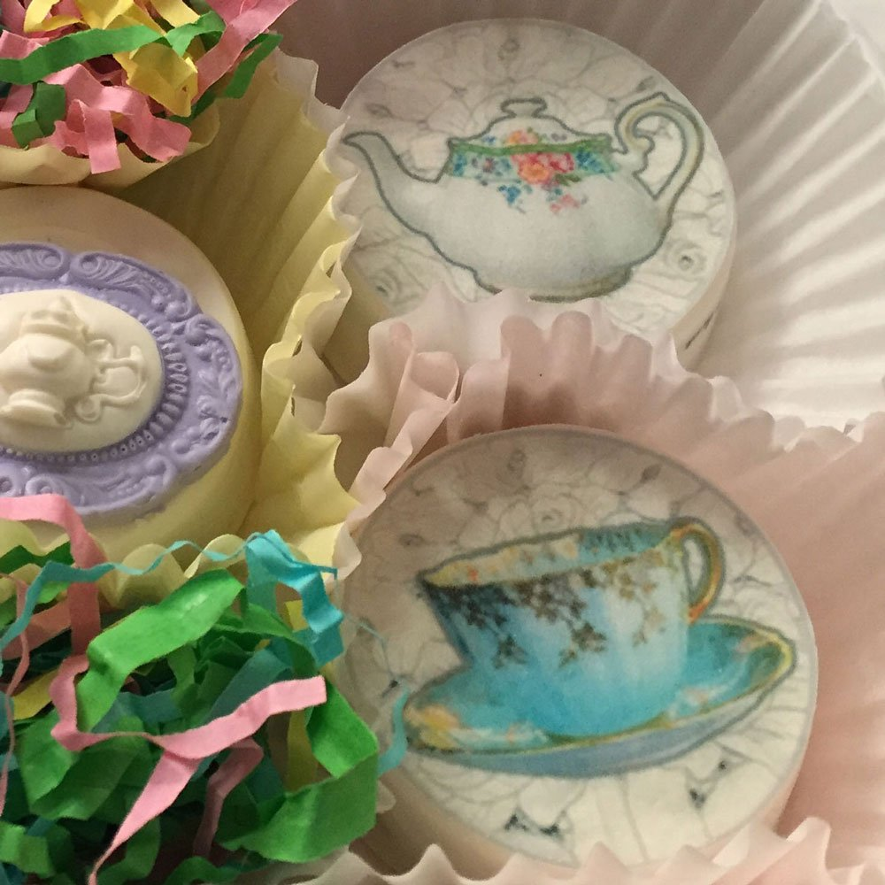 Wickstead's-Eat-Me-Edibles-Customer-Photo-of-our-Lace-Teacups-&-Teapots-on-Chocolate-Covered-Oreos-1