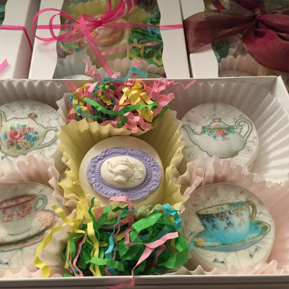 Wickstead's-Eat-Me-Edibles-Customer-Photo-of-our-Lace-Teacups-&-Teapots-on-Chocolate-Covered-Oreos