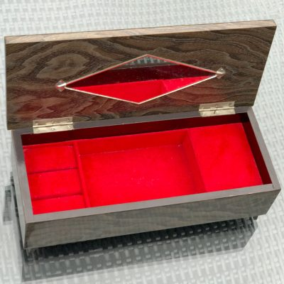 Wickstead's-Home-&-Living-Musical-Jeweled-Jewellery-Box-High-Gloss-Lacquered-Wood-Grain-Pattern-(3)