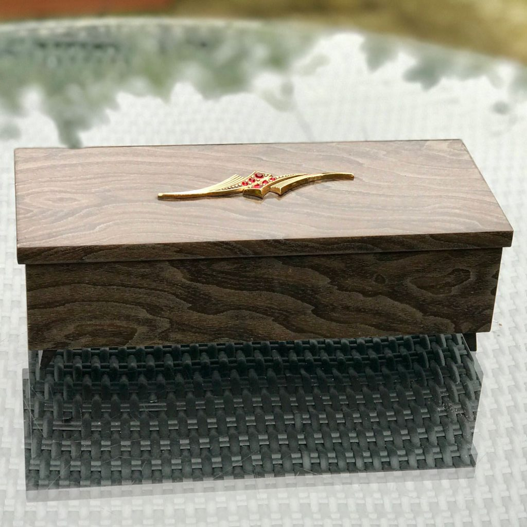 Wickstead's-Home-&-Living-Musical-Jeweled-Jewellery-Box-High-Gloss-Lacquered-Wood-Grain-Pattern-(7)