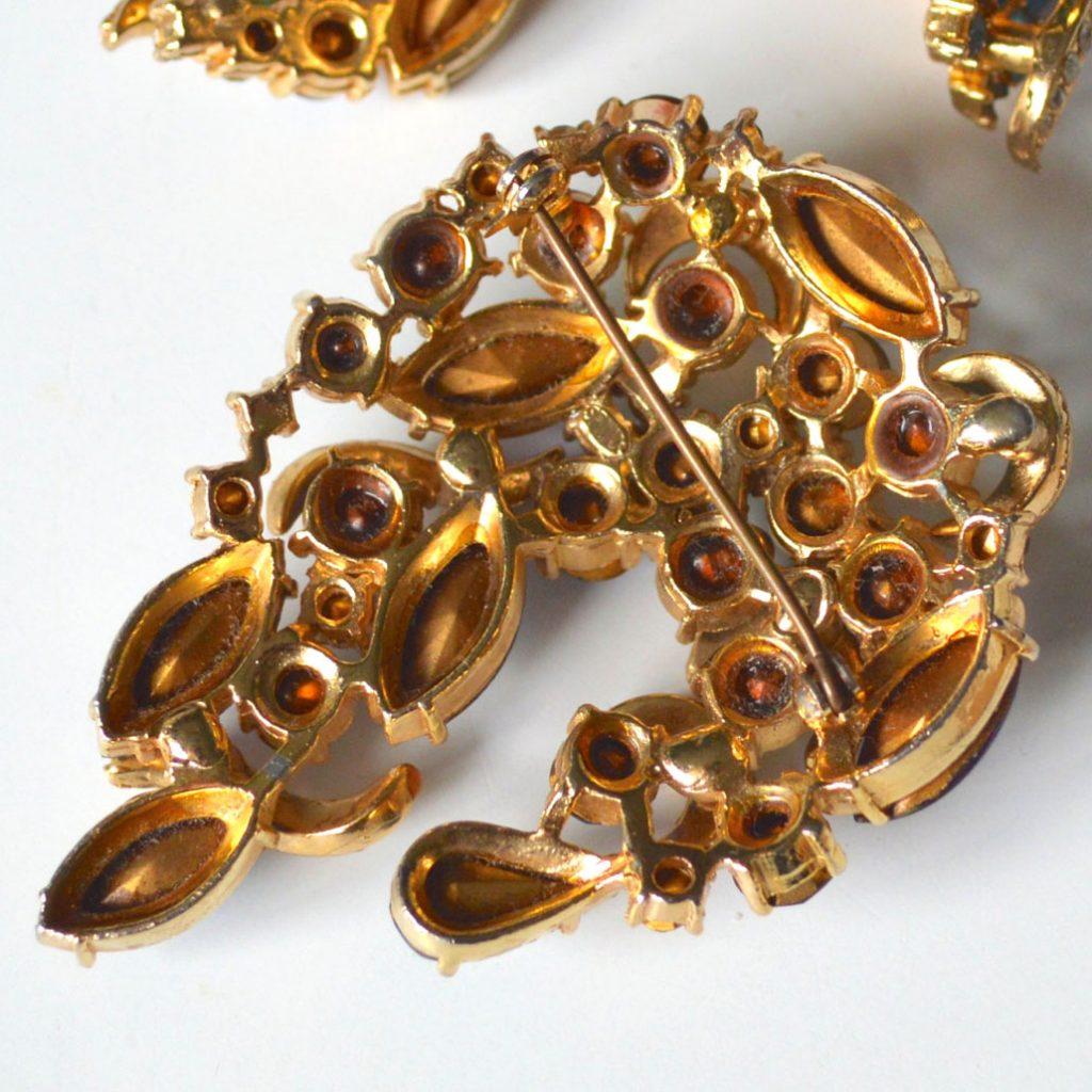 Wickstead's-Jewels-&-Treasures-1950s-SPHINX-Brooch-Peacock-Blues-&-Purples-(4)