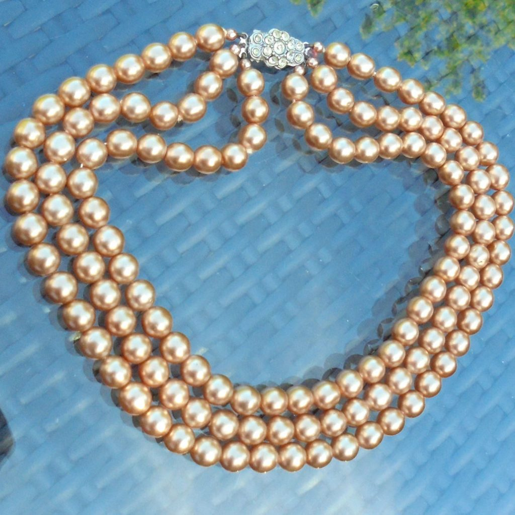 Wickstead's-Jewels-Treasures-Vintage-1930s-1940s-Vintage-Faux-Pearls-Necklace-Golden-Pearly-Beads-Diamante-Rhinestone-(1)