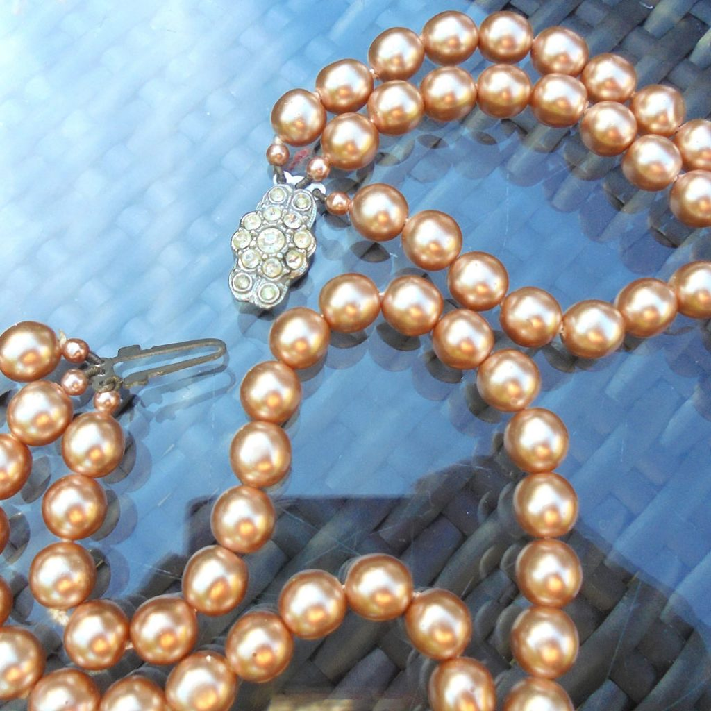 Wickstead's-Jewels-Treasures-Vintage-1930s-1940s-Vintage-Faux-Pearls-Necklace-Golden-Pearly-Beads-Diamante-Rhinestone-(4)
