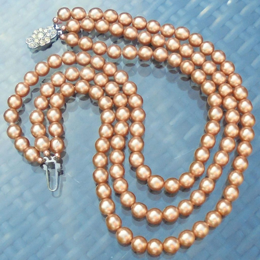 Wickstead's-Jewels-Treasures-Vintage-1930s-1940s-Vintage-Faux-Pearls-Necklace-Golden-Pearly-Beads-Diamante-Rhinestone-(5)