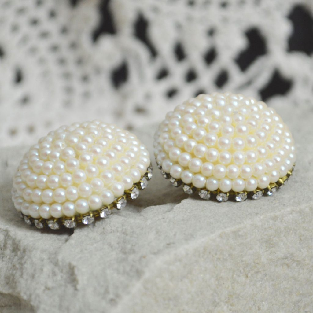 Wickstead's-Jewels-Treasures-Vintage-1980s-Dome-Shape-Pearl-Clusters-with-Clear-Diamante-Clip-Earrings-(2)