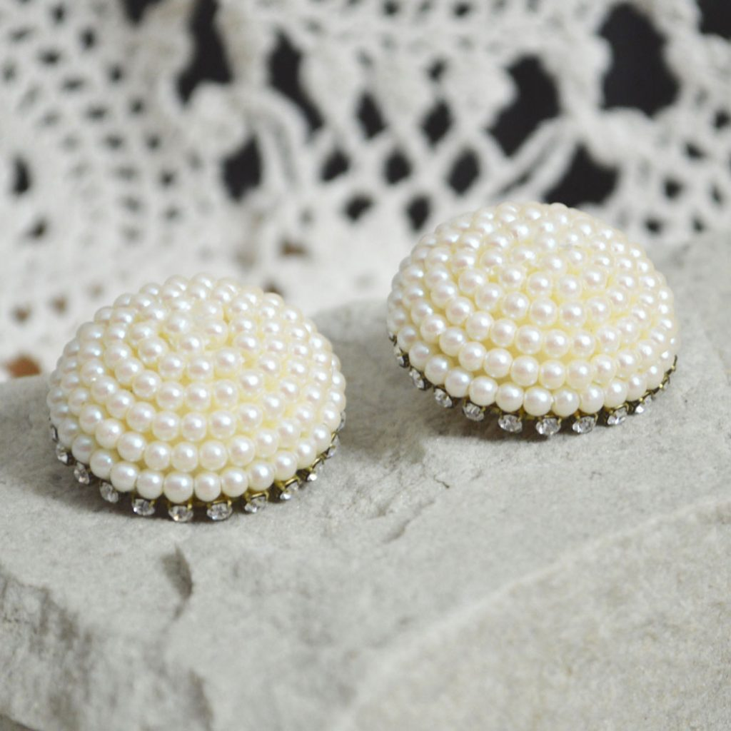 Wickstead's-Jewels-Treasures-Vintage-1980s-Dome-Shape-Pearl-Clusters-with-Clear-Diamante-Clip-Earrings-(4)