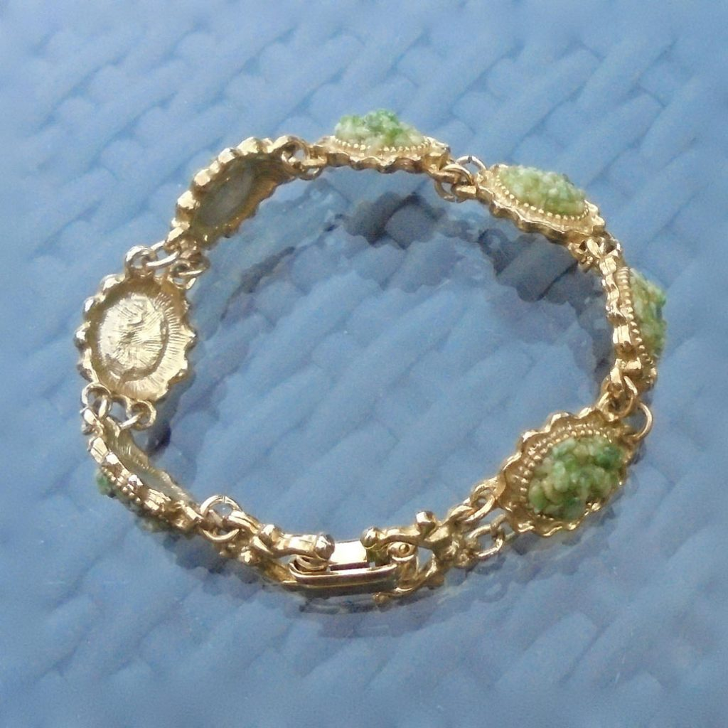 Wickstead's-Jewels-Treasures-Vintage-Costume-Jewellery-Bracelet-Green-Agate-Stone-Chips-Gold-Tone-(3)