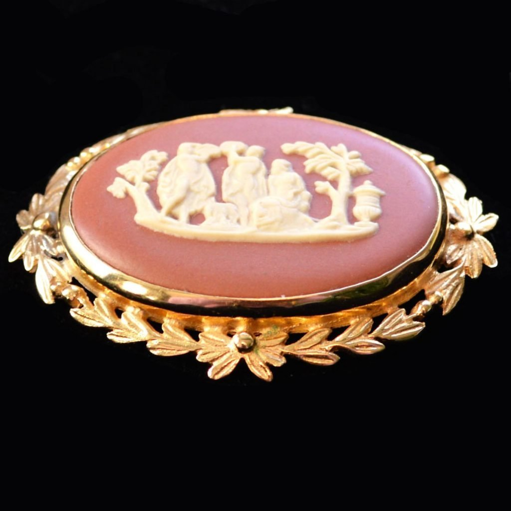 Wickstead's-Jewels-Treasures-Vintage-Wedgwood-Jasper-Plaque-Brooch-Gold-Plated-Terracotta-Cream-'Sacrifice-to-Peace'-(2)